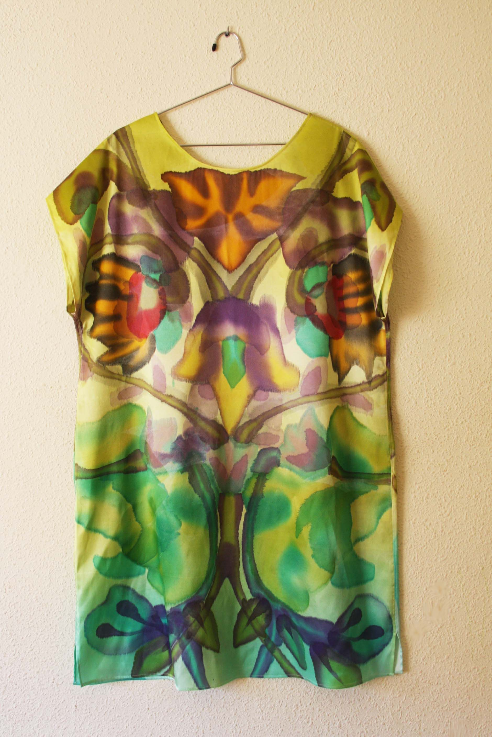 Hand-painted tunic by Asta Masiulyte http://www.astasilk.com/product/clematis-hand-painted-dress