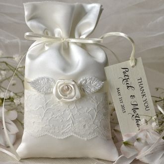 FAVOR BAGS & TAGS   #4lovepolkadots #rusticwedding #rusticinvitation #burlap #lace #weddingideas #weddingstyle #invitation #invitations #forestwedding #ecowedding #bridetobe #bridal #marriage #love #whiteday #weddings #lovebirds #boho #ecopaper #forest #favors #bags #gifts