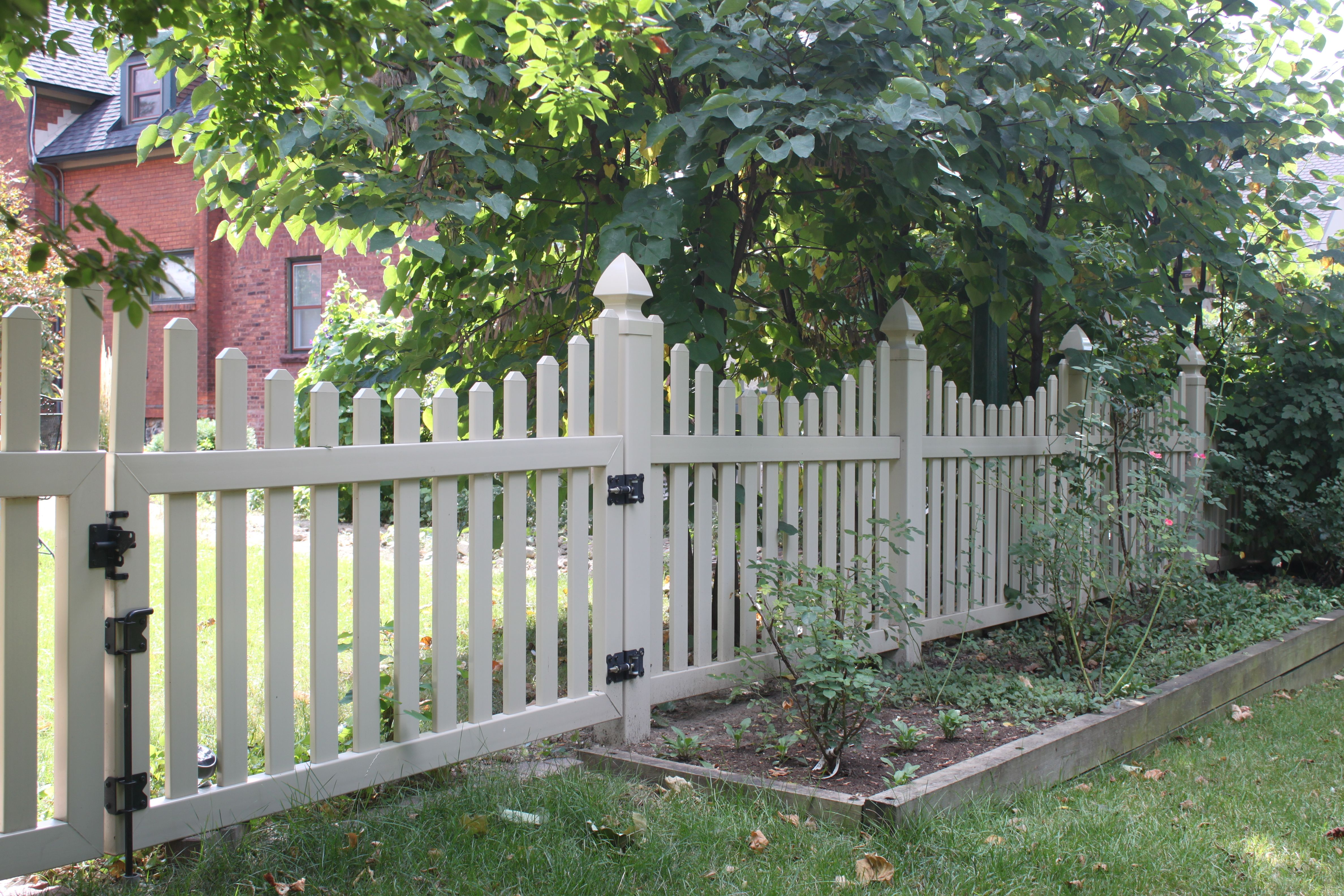 Build A Picket Fence Fence Design Backyard Projects Front Yard Fence