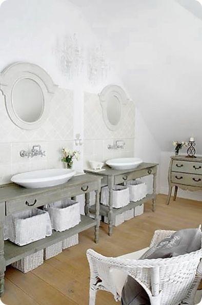 Una bellissima villa ad Isle sur la Sorgue   Shabby, Bathroom ...