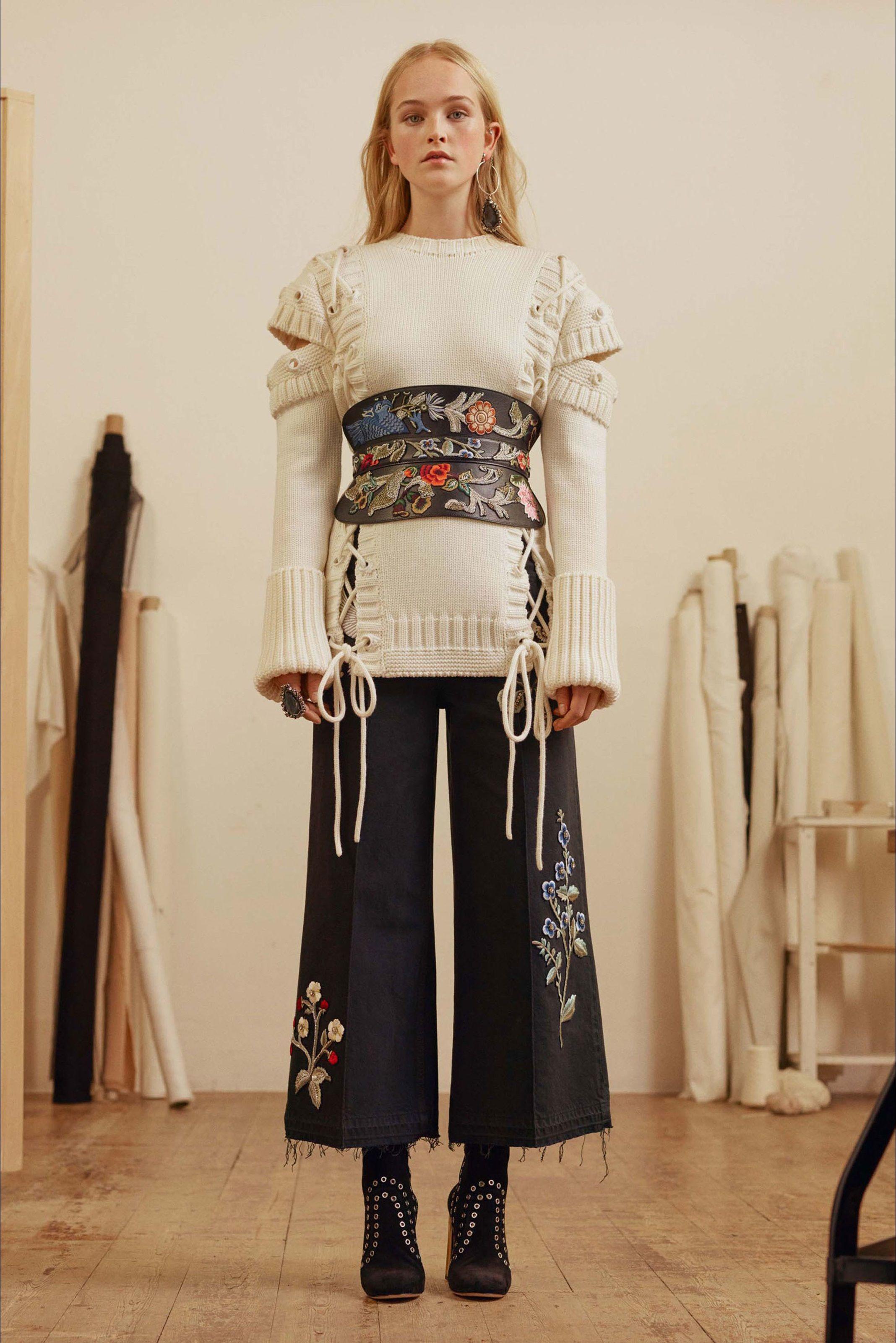 6656e10303 Sfilata Alexander McQueen New York - Pre-Collezioni Autunno-Inverno 2017-18  - Vogue