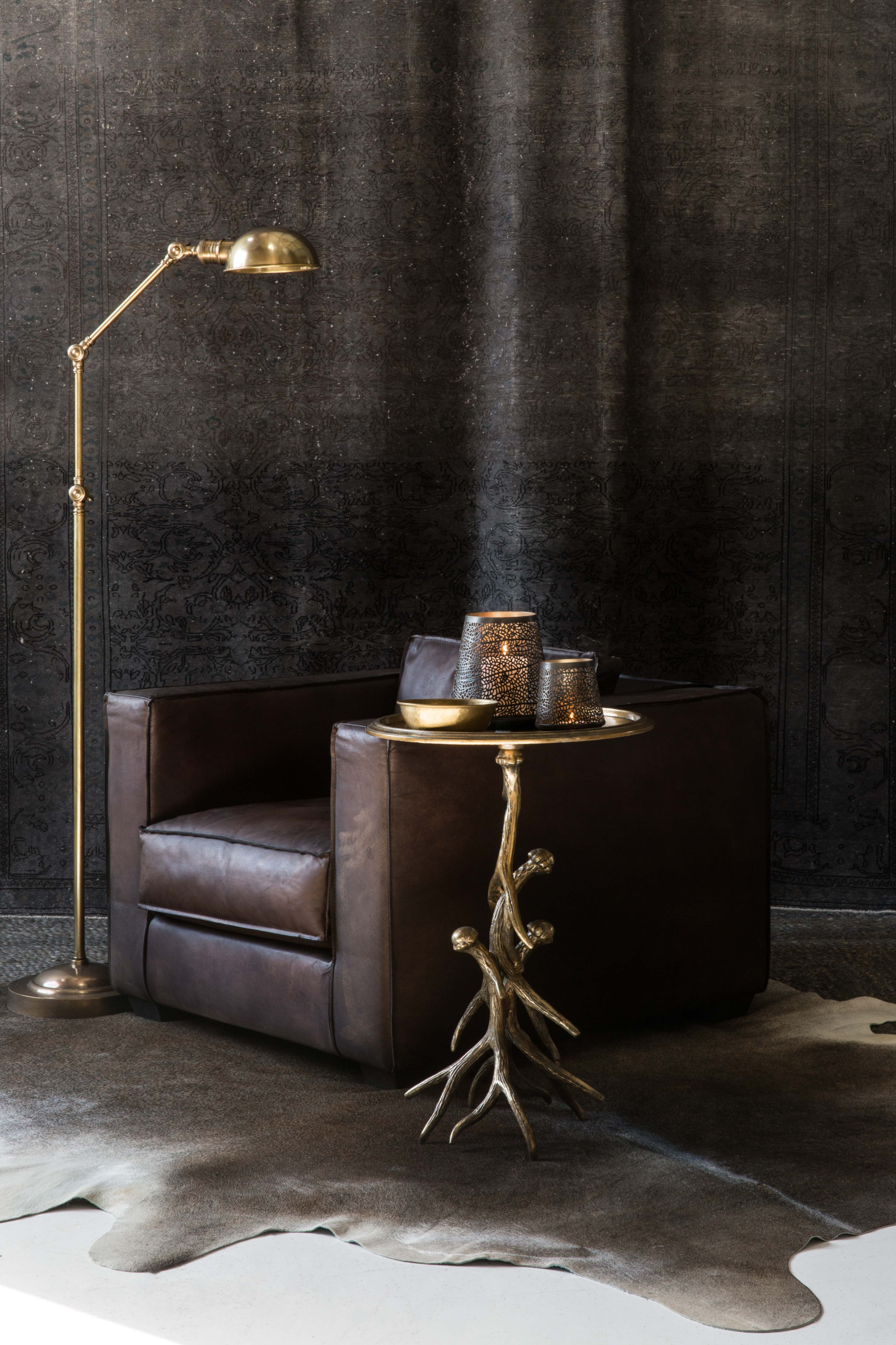 Love the dark tones and touches of