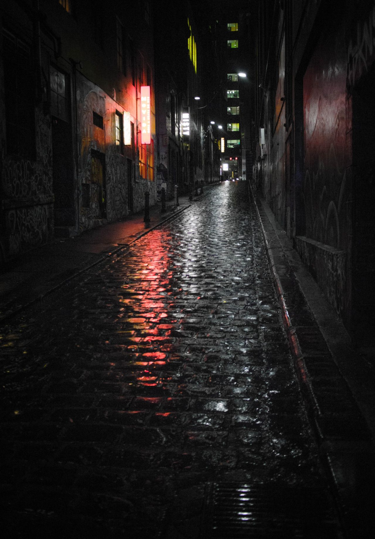 Картинки темной улицы с дождем