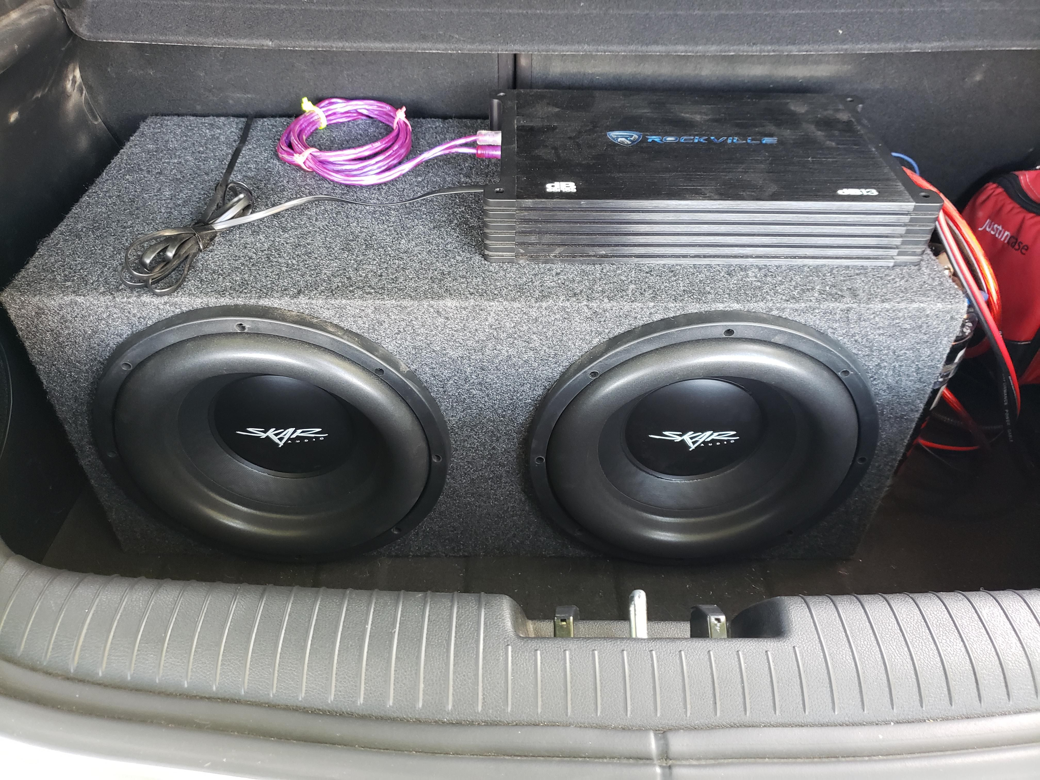 12 Skars 3000w Rockville Amp And A 2 Farad Capacitor On The Side Rockville Capacitors Car Audio