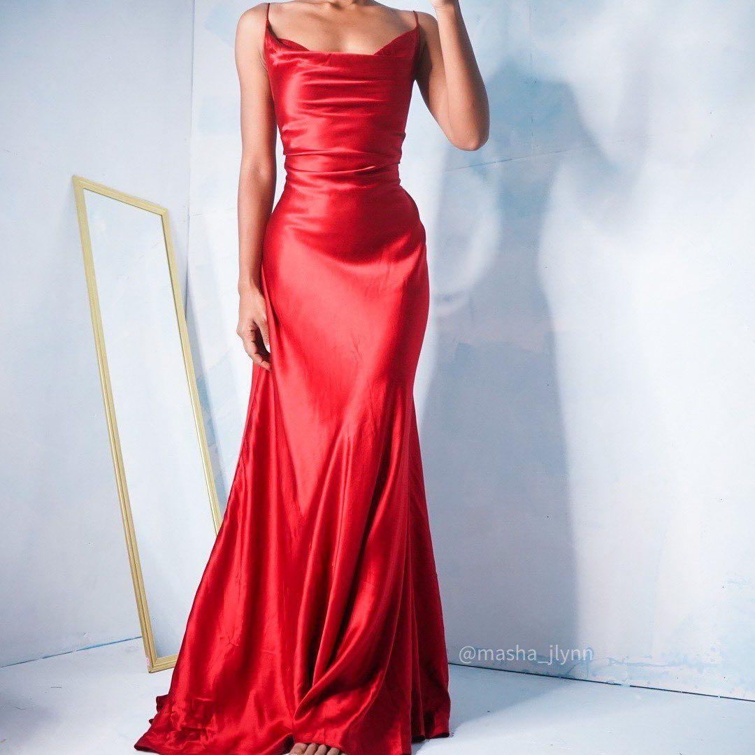 8 248 Me Gusta 33 Comentarios Masha Jlynn Masha Jlynn En Instagram This Y2k Silk Gown Is Now U Strapless Dress Formal Red Evening Gown Formal Dresses [ 1080 x 1080 Pixel ]