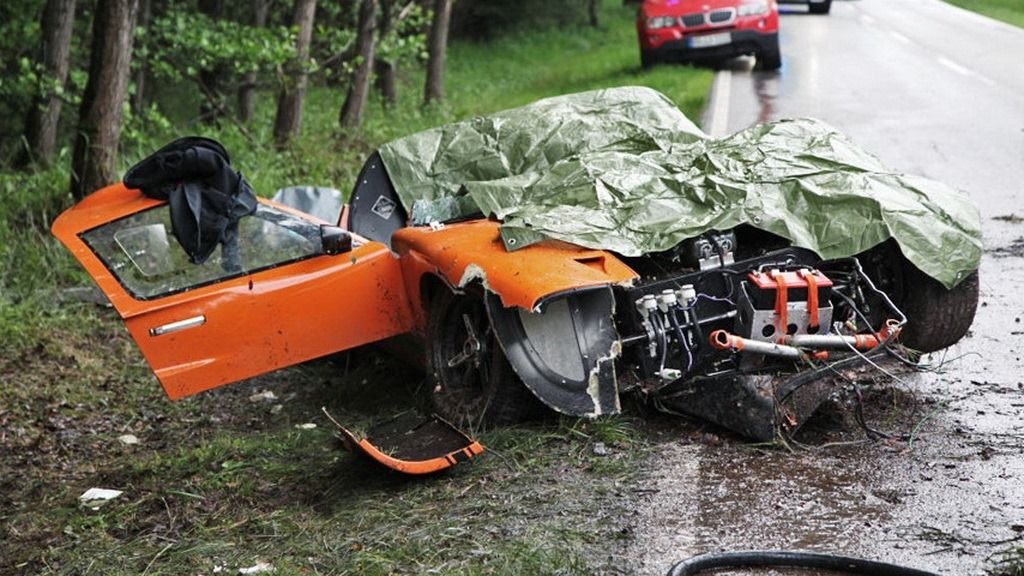 Ford Gt 40 Replica Crash In Germany Kills Passenger Carscoops