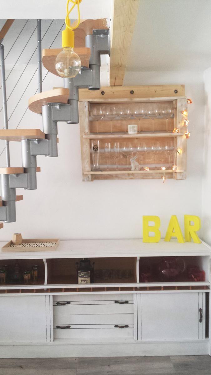 Diy estanter a con palets para copas bar estanteria palets palets muebles - Estanterias para bares ...