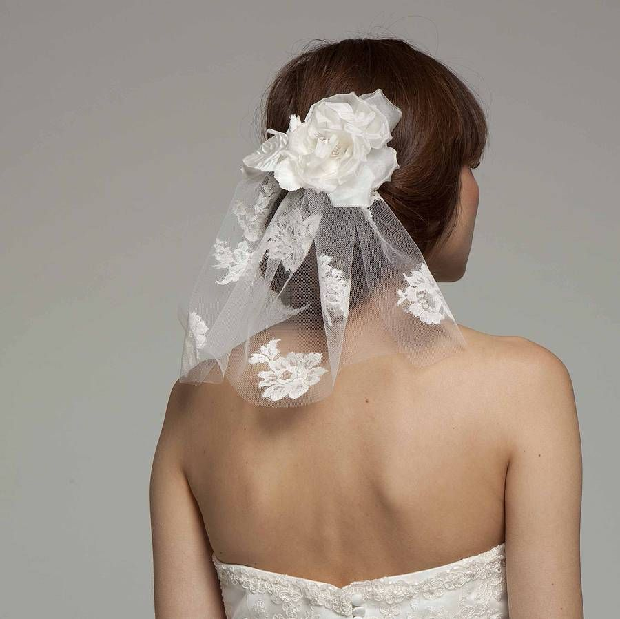 Short Lace Bridal Veil With Silk Flower