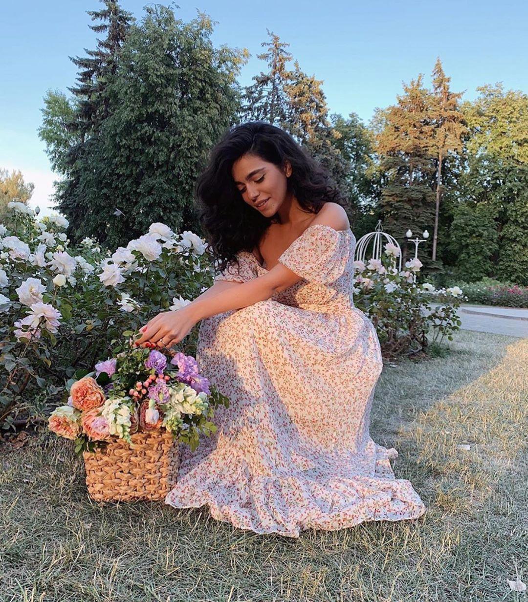 En Guzeli الأجمل On Instagram اكثر فستان عجبكم ياجمال الفساتين ونعومتها ونزلت للي طلبوني تنسيقات وفساتين Fashion Cute Outfits Outfits