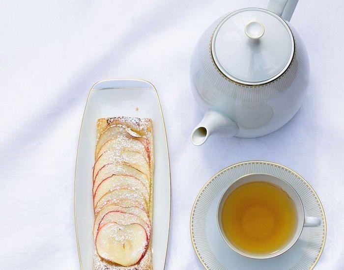 Fyldig og god eplekake med marsipan - Tara
