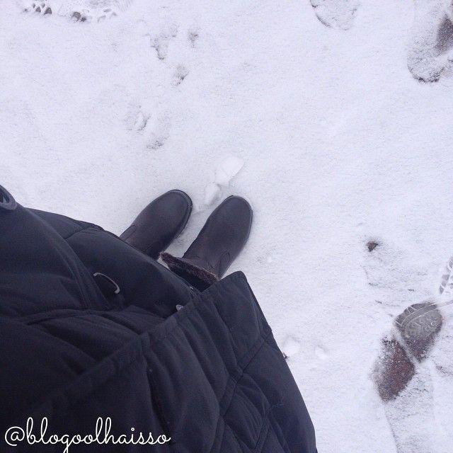 Look para o inverno com neve no Canadá.  Enfrente a neve com botas super apropriadas!