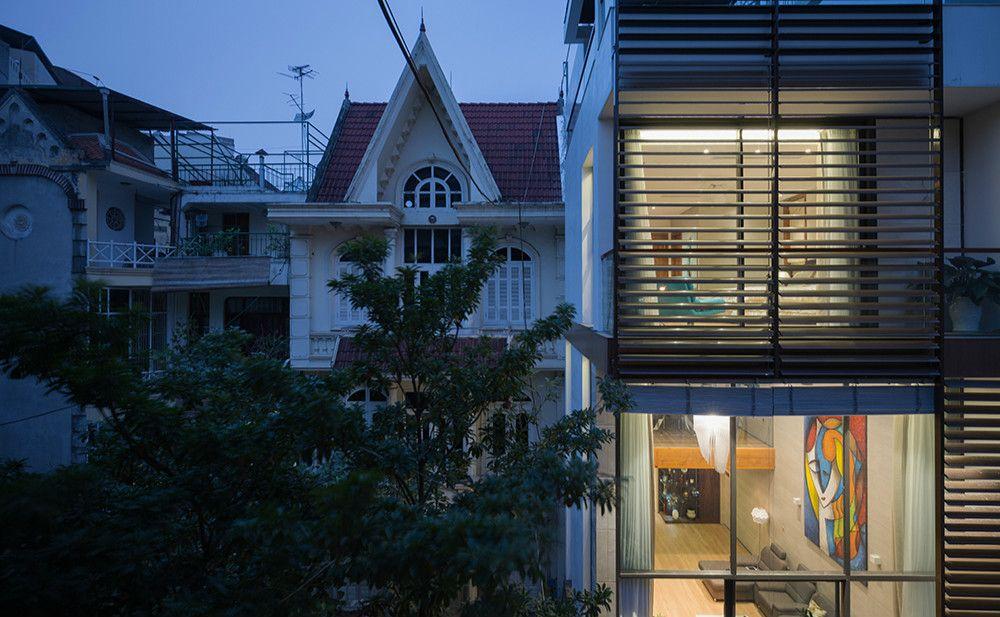 Minimalist House Ngoi Nha 100m2 được Chia Nửa Bởi Vườn Cay Tạo Nen Khong Gian Tối Giản Thoang Sang Khong Ngờ Trong 2020 Kiến Truc Kiến Truc Sư House