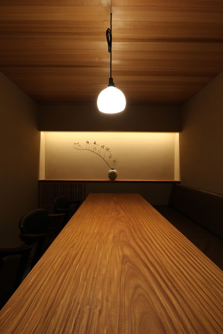 個室空間|無垢一枚板テーブル