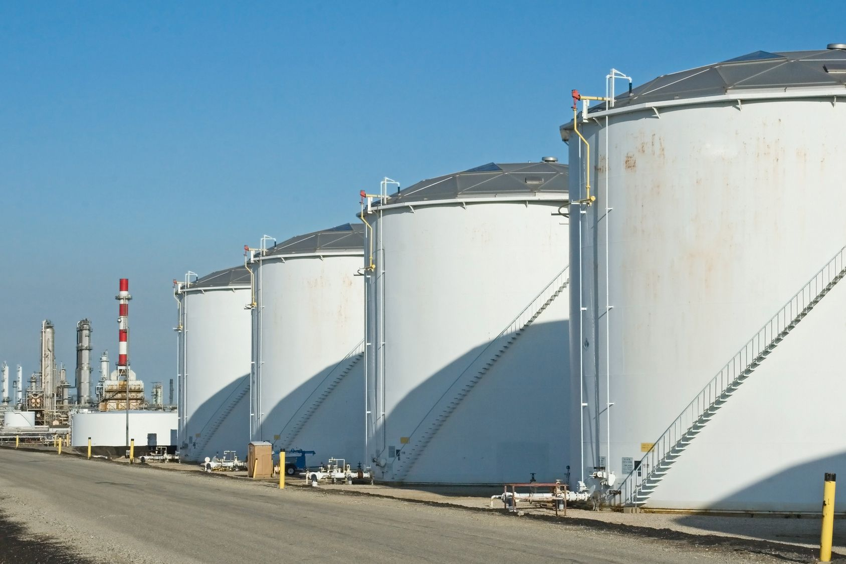 Simg 13 Jpg 1688 1125 Oil Storage Water Storage Tanks Oil Refinery