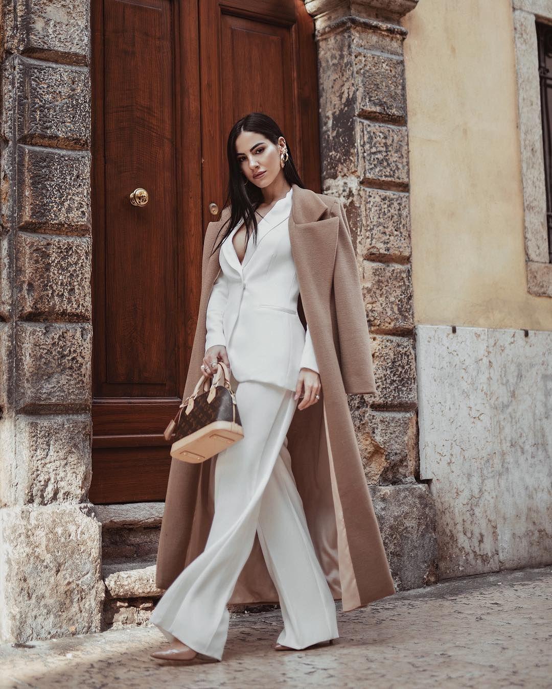 adbf3b54c3 Giulia De Lellis su Instagram con un tailleur pantalone di Atelier Emé  dimostra che è l