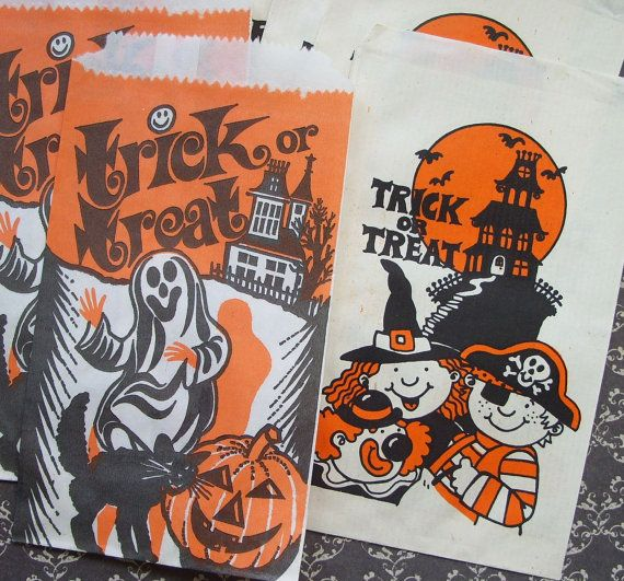8 Vintage Halloween Paper Trick Or Treat Bags By Tinselandtrinkets 5 95 Halloween Crafts Decorations Halloween Bags Halloween Paper
