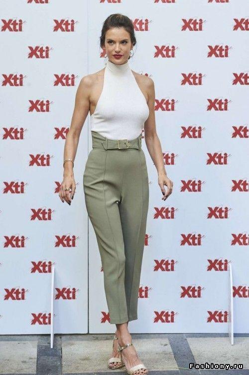 Новые фото знаменитостей   Capri pants, Khaki pants, Pants
