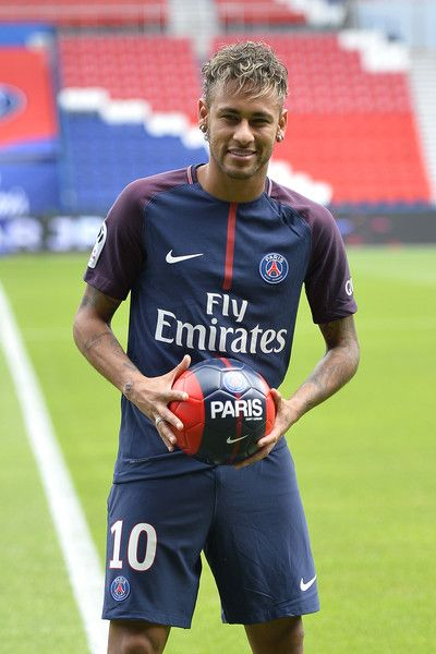 Neymar photos photos neymar signs for psg neymar photos photos neymar poses with his new jersey after a press conference with paris voltagebd Images