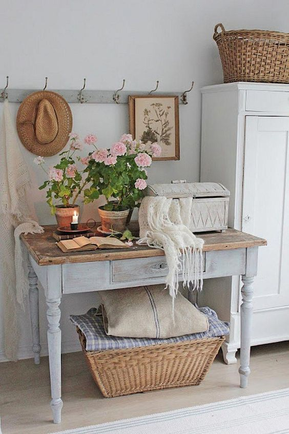 The sweetest and cute Shabby Chic decorating ideas for your hall