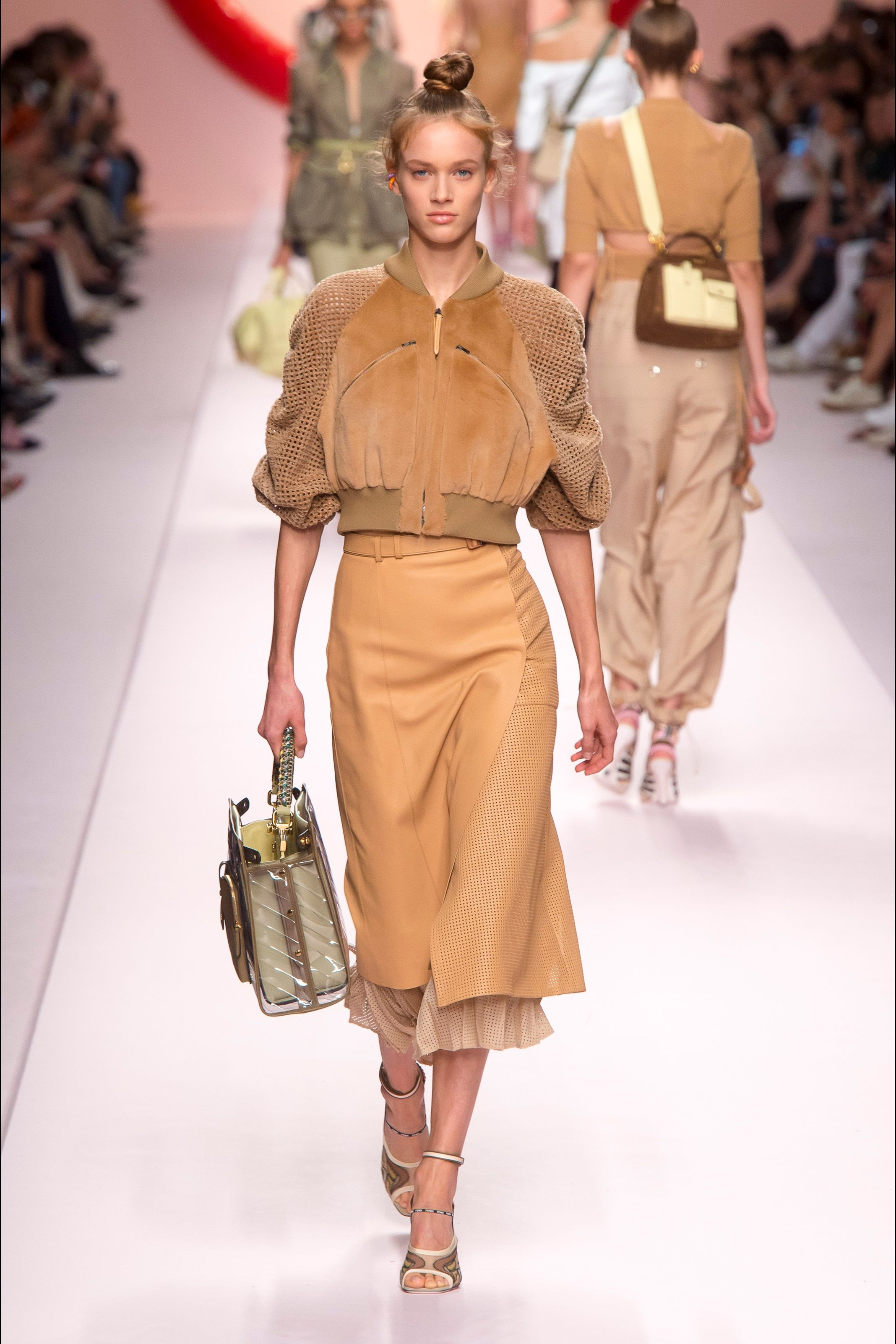 Sfilata Fendi Milano - Collezioni Primavera Estate 2019 - Vogue La Moda  2018 6517edcd7e1