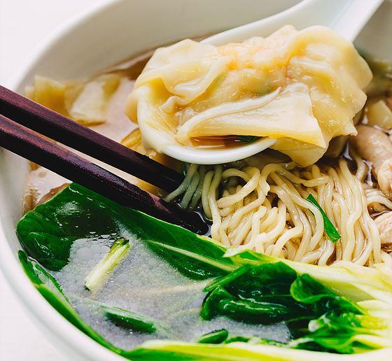 20170928wonton noodle soup studio15  soups and stews