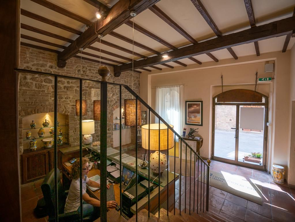 Located in the centre of San Gimignano, Hotel Bel ...