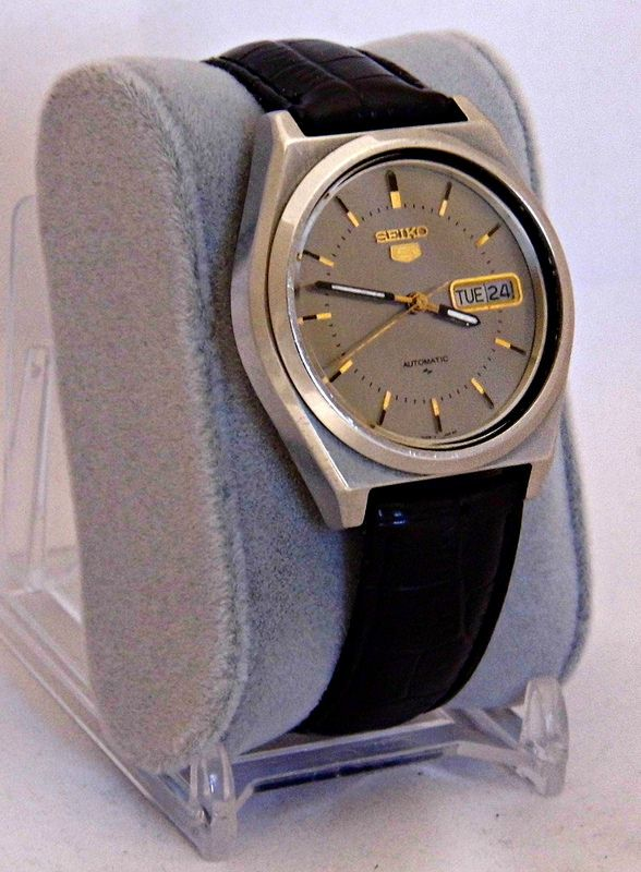 Vintage Seiko 5 Men's Automatic (Self-Winding) Wristwatch, Day-Date, Made In Japan.