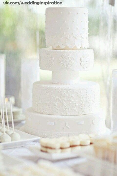 Um bolo branco