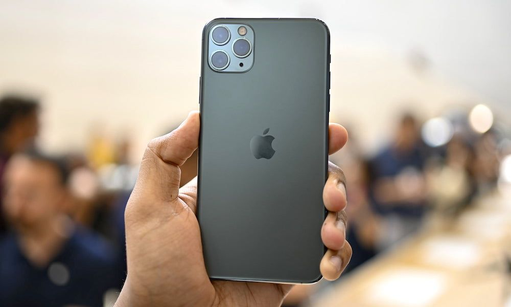 آبل تصدر إعلانات ترويجية جديدة لـ Iphone 11 Pro تركز على الصلابة والكاميرا الخلفية الثلاثية Iphone Get Free Iphone Free Iphone
