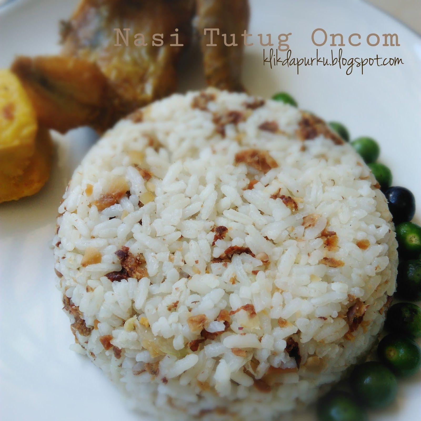 Sangu tutug oncom atau nasi dengan campuran oncom tumbuk ...