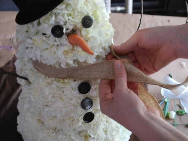How to Make a Carnation Snowman Centerpiece : Page 04 : Decorating : Home & Garden Television