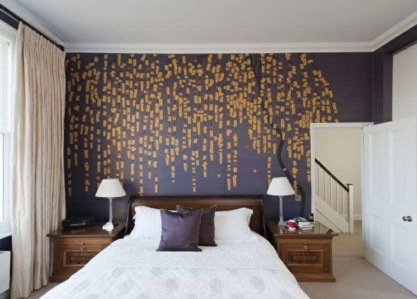 Wandtapete Schlafzimmer ~ Schlafzimmer tapeten lila goldene farbe natur muster amazing
