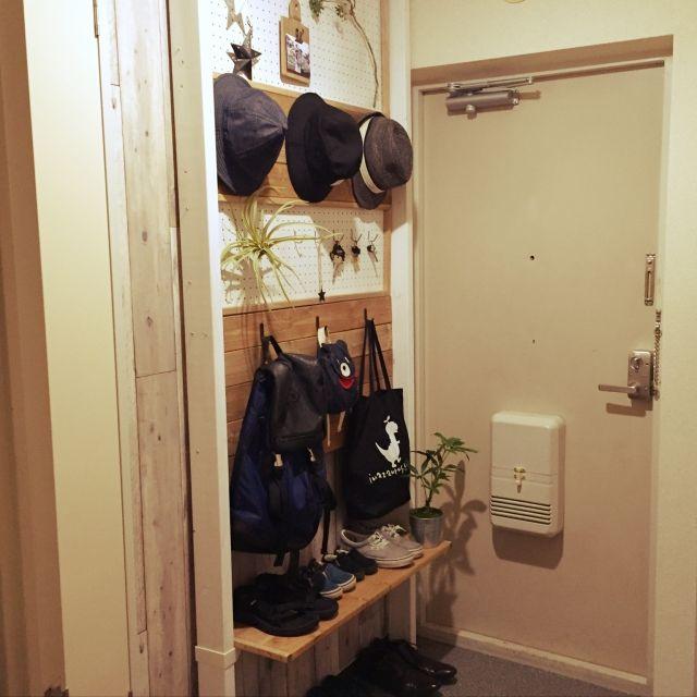 有孔ボードdiy フックと合わせて壁面収納を増やそう 玄関 壁面