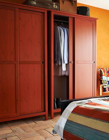 Zwei HEMNES Kleiderschränke mit 2 Schiebetüren in Rot Schöner - kleiderschrank schiebeturen stauraumwunder