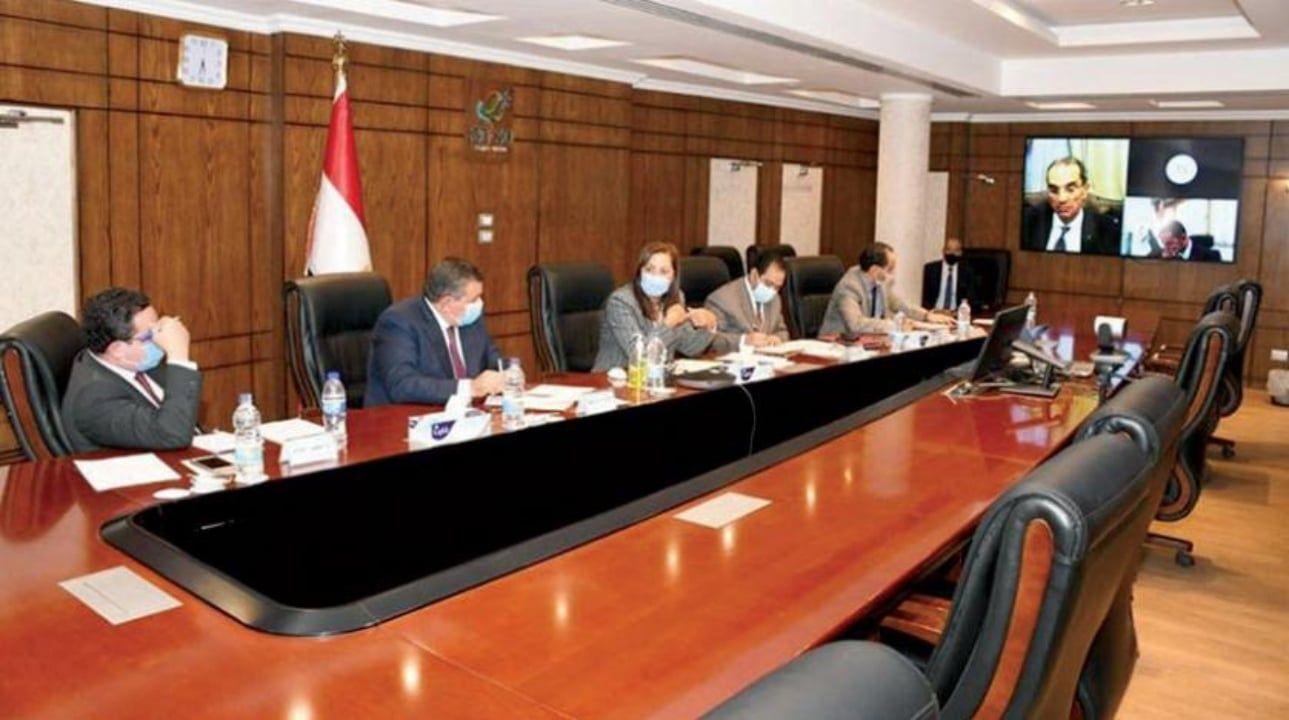 بداية من 21 سبتمبر تنفيذ 7 قرارات للحكومة بخصوص جائحة كورونا Conference Room Home Decor Decor