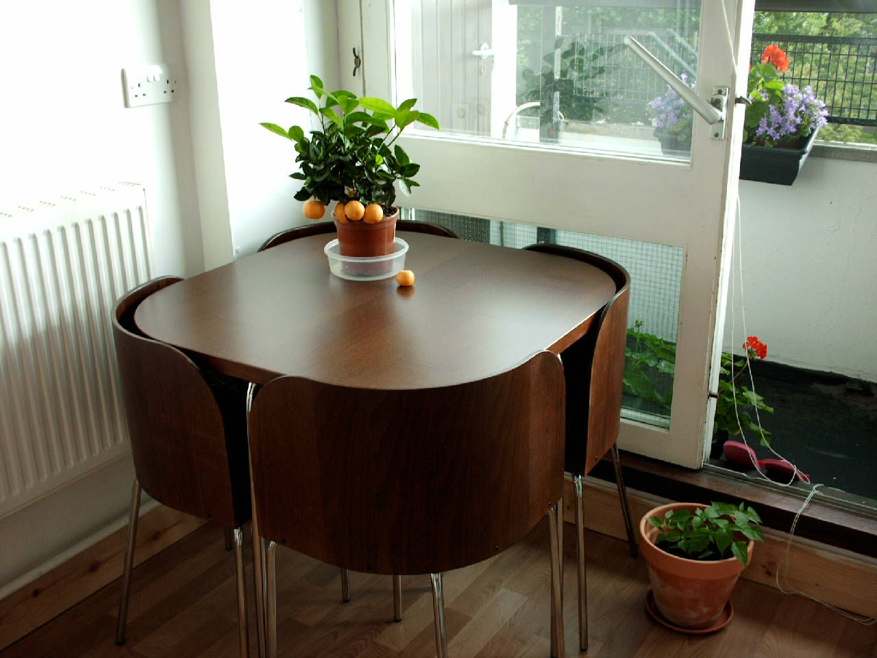 Space Saving Table And Chairs Ikea