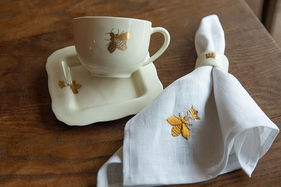 We propose you here linen table napkins from our spring linen collection.It's natural linen napkins, made by our shop members with love and great design for you!The napkins have white color and embroidery of golden fly on one corner. The size is 45x45 cm (18