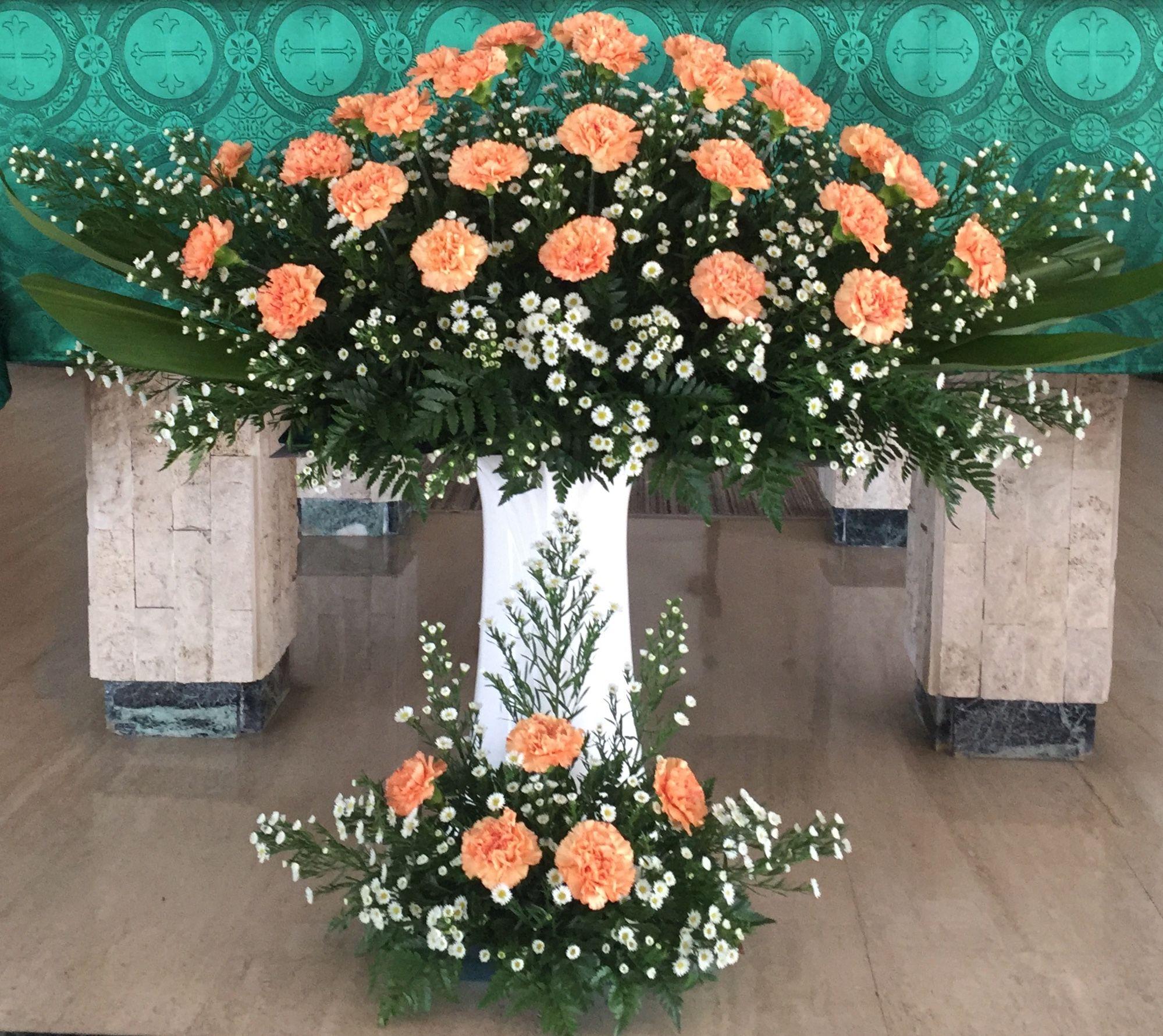Pin De Agnes Roy Em Church Flower Arrangements Arranjos Florais