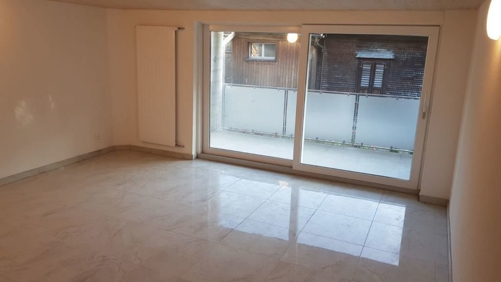 Neu Renovierte 3 5 Zimmer Wohnung Zu Vermieten 2 Og Mieten Bei Coozzy Ch Coozzy Wohnung Zu Vermieten Mietwohnungen Und Gewerbeflache