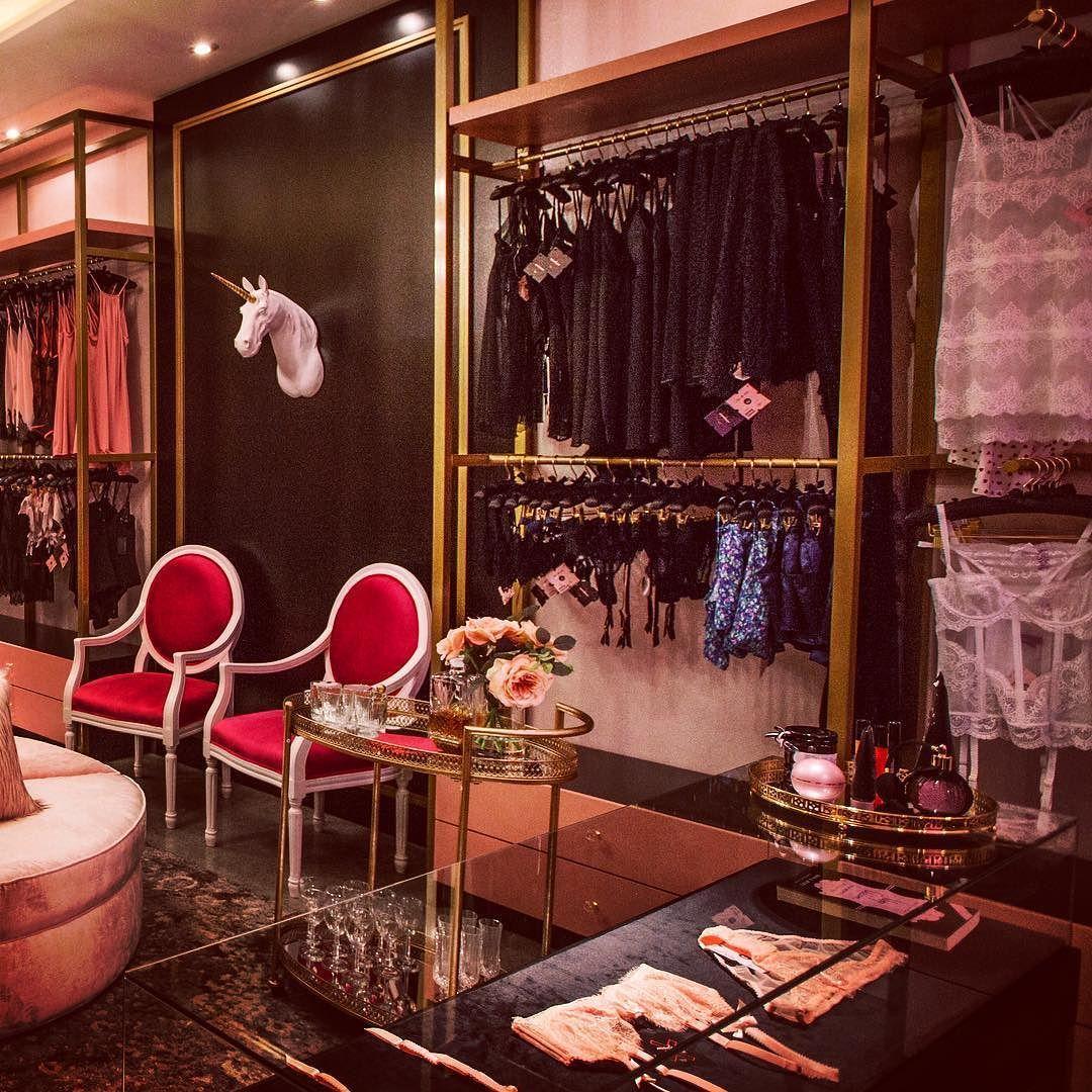 Madame X interior by Quinto Piso @madamex_lingerie  #interiors #interiordesign #designstudio #designers #design #decor #lingerie #pink #gold #unicorn #sexy #flowers #mexico #mexicandesign #mexicandesigner #love by quinto.piso