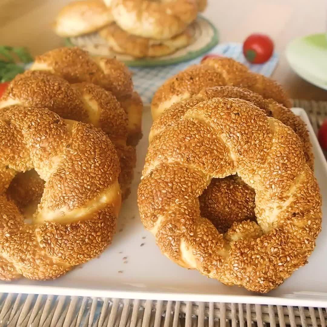 المطبخ التركي On Instagram أسهل طريقة خطوة بخطوة وبأقل المكونات لعمل السميت التركى المكونات ١ كوب حليب دافئ ١ كوب مياه دافئ ١ ك Cooking Food Bread