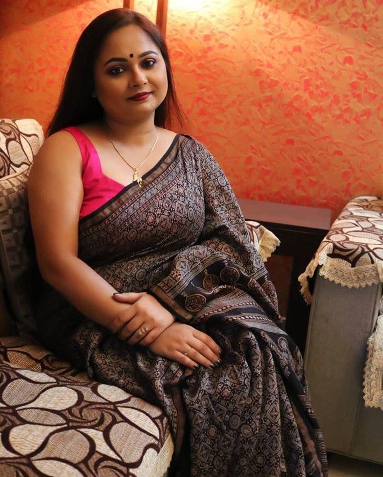 Pin by prasima on Desi bhabi Desi beauty, Aunty in saree