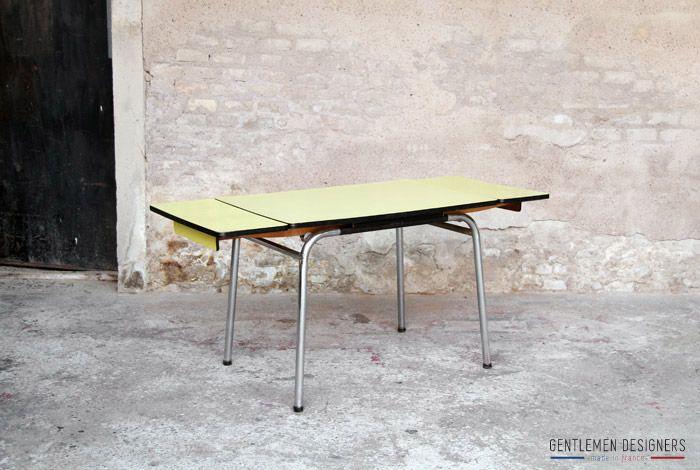 TABLE DE CUISINE VINTAGE, FORMICA JAUNE, 2 RALLONGES   www