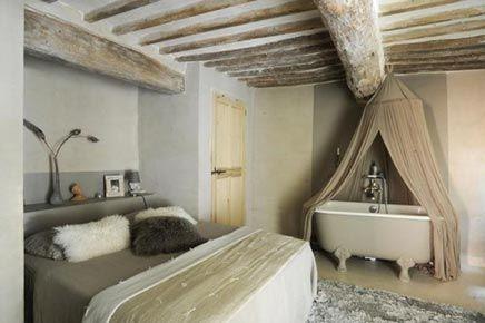 serene slaapkamer met bad op pootjes - inrichting-huis, Deco ideeën