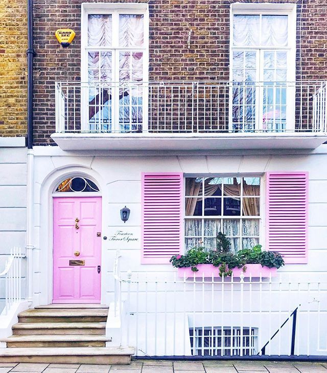 thats a wrap on rome recaps! also dont want to get anyone too excited but... there is no rain in the london forecast for the next 10 days  #pinkinmyfeed #prettylittlelondon #prettydoortraits #dspink