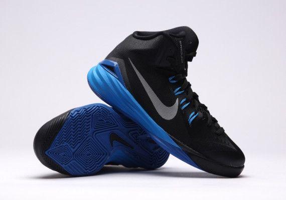 d5d130643e9d nike hyperdunk 2014 black metallic silver 04 570x399 Nike Hyperdunk 2014  Black Blue Silver