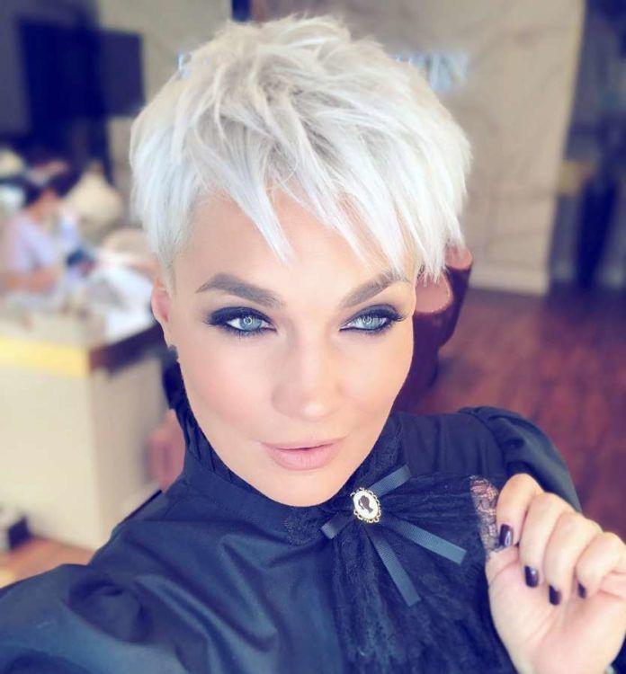 Weiße und graue kurze Haare 2019 – Martina