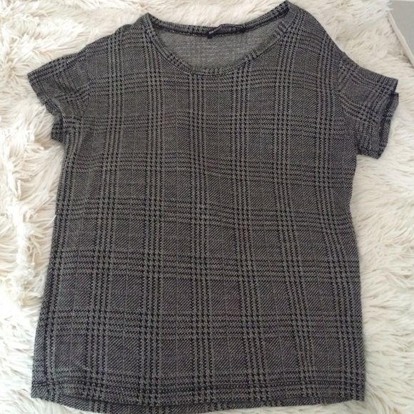 Brandy Melville Sammy top worn once 10/10 condition! make all offers through the offer button. ❤️ please don't add listings to a bundle unless you WILL BUY!! Brandy Melville Tops Crop Tops