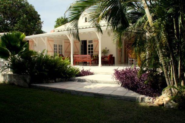 Case creole Gde veranda Portes Fenetres Toiture avec fenetres