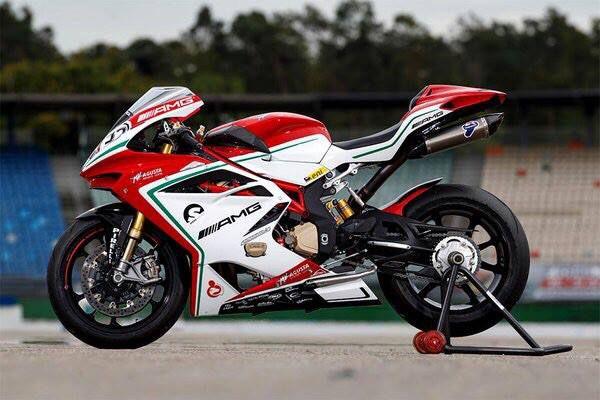 Race bike #motorcycle #bikelife #bike #superbikes http://buff.ly/1lvNKGn